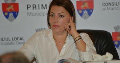 Rudele Laurei Sârbu (stăpâna legalităţii) iau leafă de la Primăria Deva