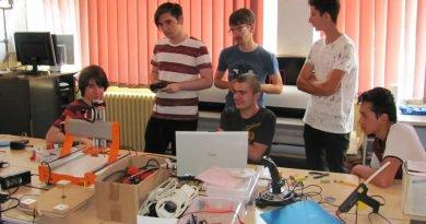 Cum au creat nişte puşti dintr-a zecea un robot cercetaş