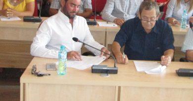 DEVA: Prefectul confirmă excluderea consilierilor PSRo David şi Mureşan