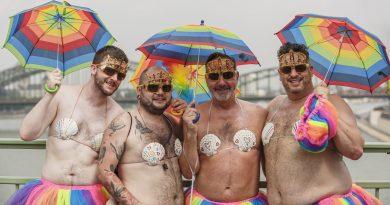 Mă deranjează homosexualitatea scoasă la paradă