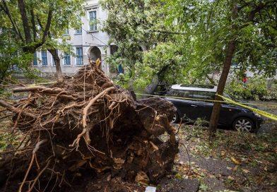 Bilanţ IGSU: 212 localităţi din 15 judeţe, afectate de furtuni