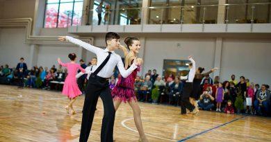 Cei mai experimentați dansatori, Mara și Cristian, campioni naționali la categoria lor de vârstă.