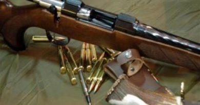 Brad: Prinsă cu arma de vânătoare în sacul de rafie