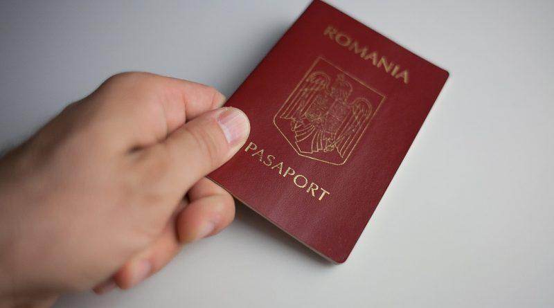 MAI propune dublarea termenului de valabilitate a paşapoartelor pentru persoanele de peste 25 de ani