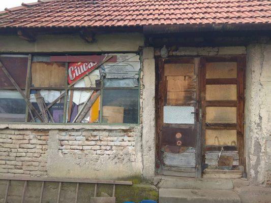 Casa bunicuţei Rozalia Tamaş, poreclită Tamara de către motociclişti.