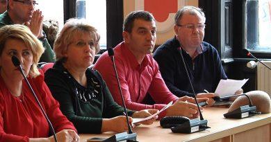 Consilierii social-democrați din consiliul local Deva trag chiulul de la serviciu