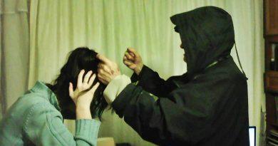 Violența în familie încă mai face victime. Foto reconstituire.