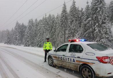 Poliţiştii au dat 12 amenzi administratorilor de drumuri şi 643 şoferilor