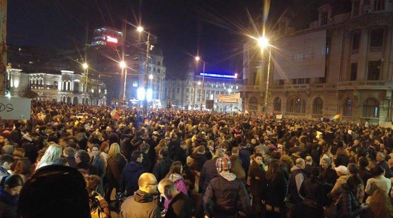 Iohannis, despre manifestanţi: Sunt de admirat. Au arătat foarte clar că îşi doresc o guvernare decentă şi sper să se fi înţeles acolo unde trebuie să se înţeleagă