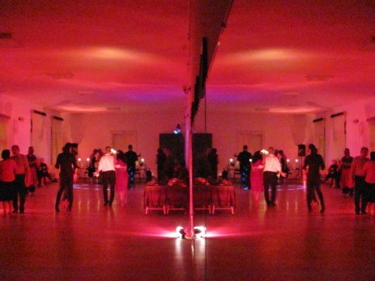 Numărul dansatorilor de tango din Deva aproape s-a dublat în ultimul an.