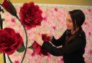 Fata care face hârtia să înflorească