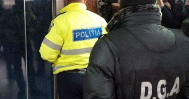 Trei agenţi de la Poliţia Autostrăzi reţinuţi pentru luare de mită şi abuz în serviciu