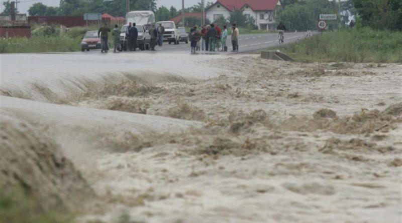 Noi avertizări cod galben şi portocaliu de inundaţii pe râuri din treisprezece judeţe, până luni