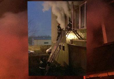 Deva: Incendiu într-un bloc.11 persoane au fost evacuate