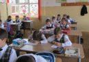 Mai puţin de 9% dintre copiii români săraci pot avea performanţe la şcoală
