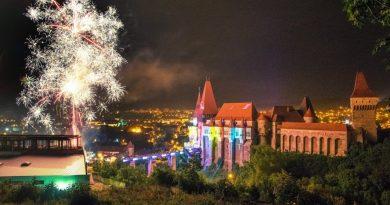 Noaptea Muzeelor și Festivalul Luminii au mutat centrul Hunedoarei la Castelul Corvinilor