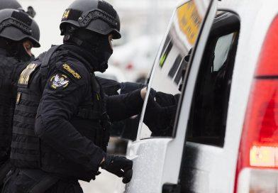 Percheziții la angajaţii unei staţii de carburanţi, suspectaţi că au furat peste o tonă de motorină