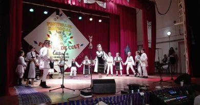 Port popular și tradiții la Festivalul Floare de Colț de la Uricani