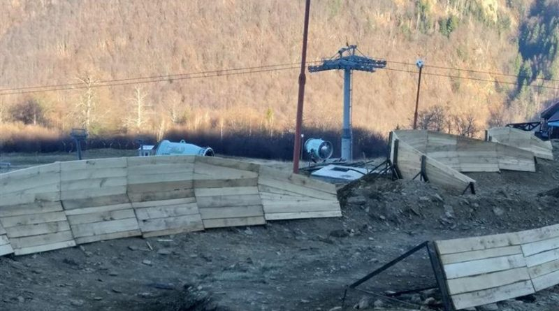 Teleschi și pârtie de snow tubing în Pasul Vâlcan