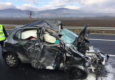 Accident rutier pe autostrada A1: un autoturism a luat foc în urma impactului cu parapeții