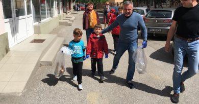 Primarul Devei, Florin Oancea, în campania de ecologizare alături de elevi și profesori (GALERIE FOTO)