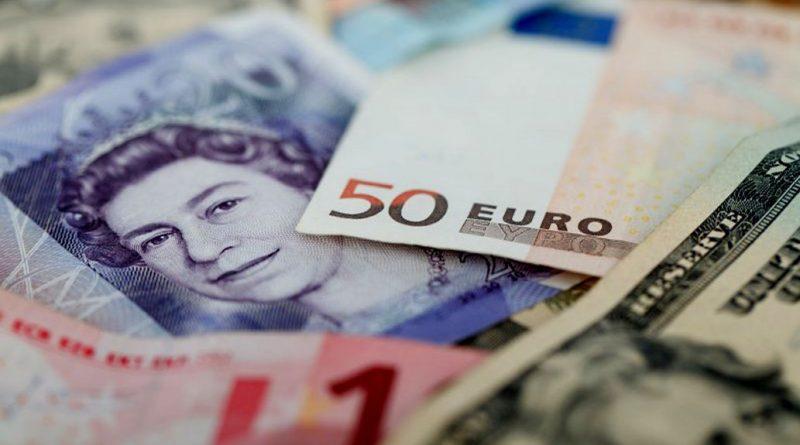 Euro a scăzut spre 4,76 lei. Lira sterlină continuă scăderea