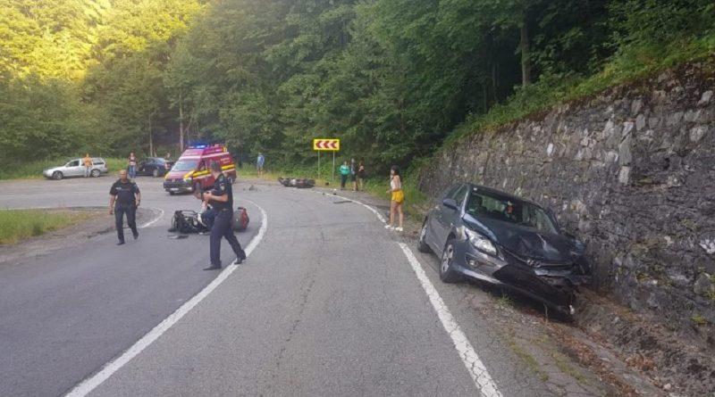 Doi motociclişti, răniţi de o maşină pe Transfăgărăşan