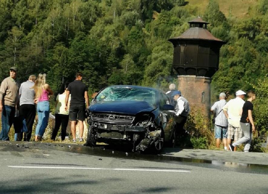 O persoană a decedat, după ce mașina în care se afla a sărit de pe un pod