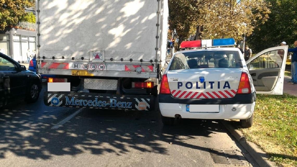 Hunedoara: Autospecială a poliției acroșată de o autoutilitară