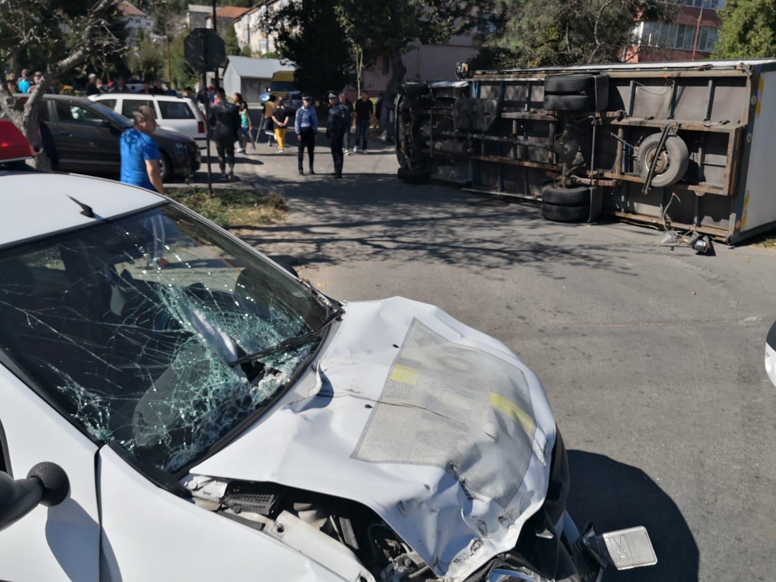 O mașină a Poliției a fost implicată într-un accident rutier la Petrila