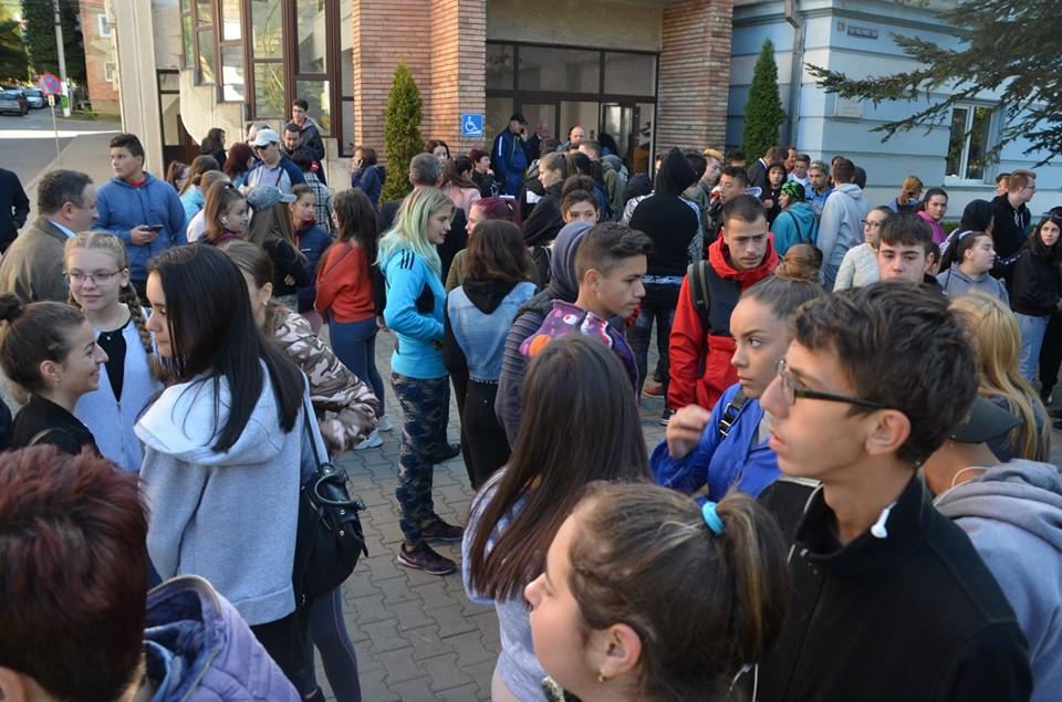 Peste 3500 de saci cu mizerii s-au strâns în județul Hunedoara