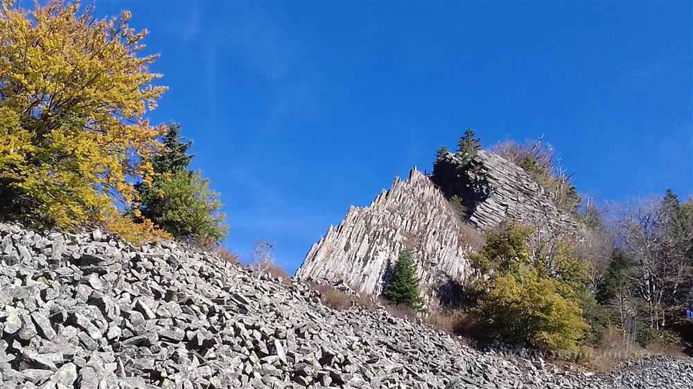 La pas prin Apuseni: o întâlnire cu Fefeleaga şi potecile coloanelor de bazalt ale Detunatelor (GALERIE FOTO)