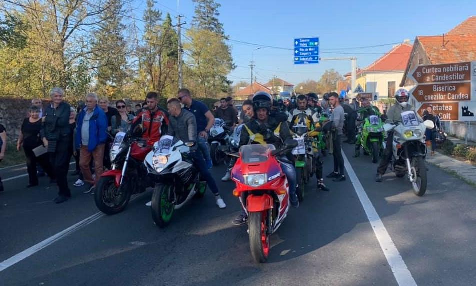 Mobilizare impresionantă a motocicliştilor. Andrei condus pe ultimul drum de sute de tineri