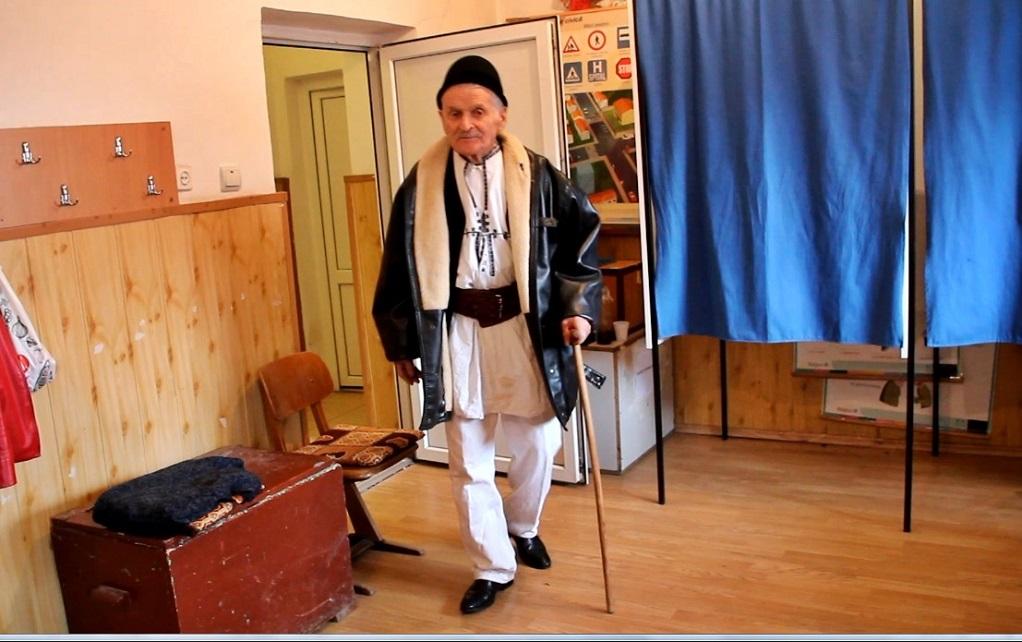 """Vot la 102 ani. Moş Ştefan: """"Lucraţi cu dreptate, vă avansează Dumnezeu!"""""""