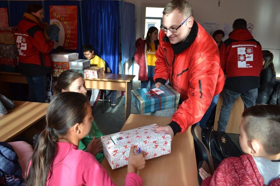 Voluntarii nemți au făcut donații copiilor din județul Hunedoara