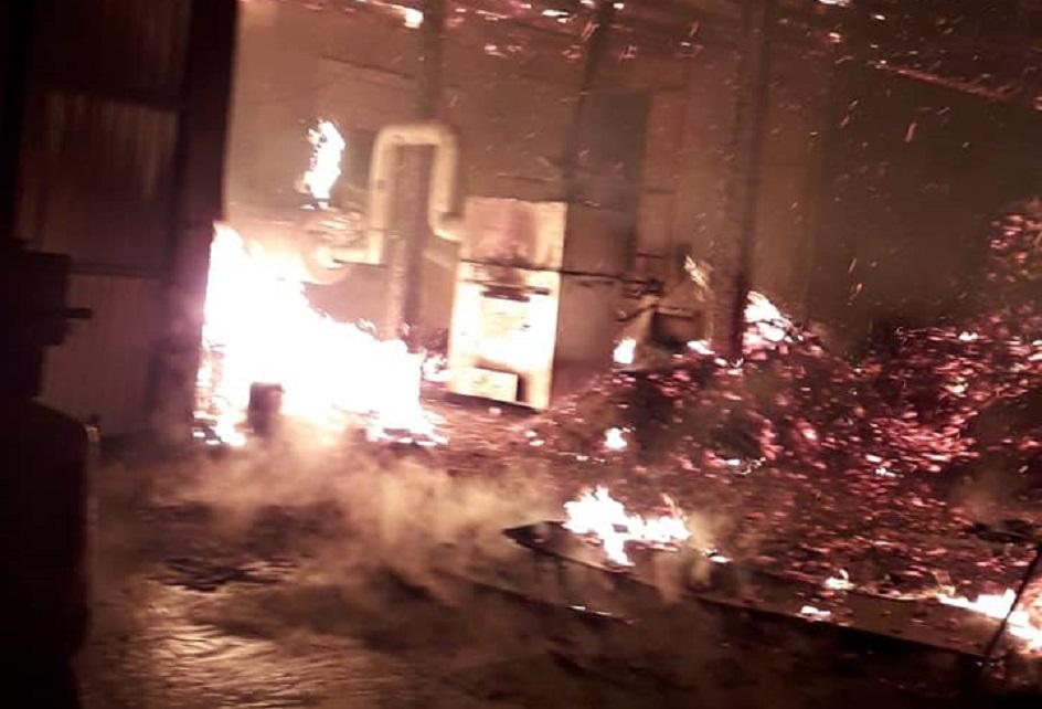 Incendiu violent la un atelier de prelucrare a lemnului din Crişan