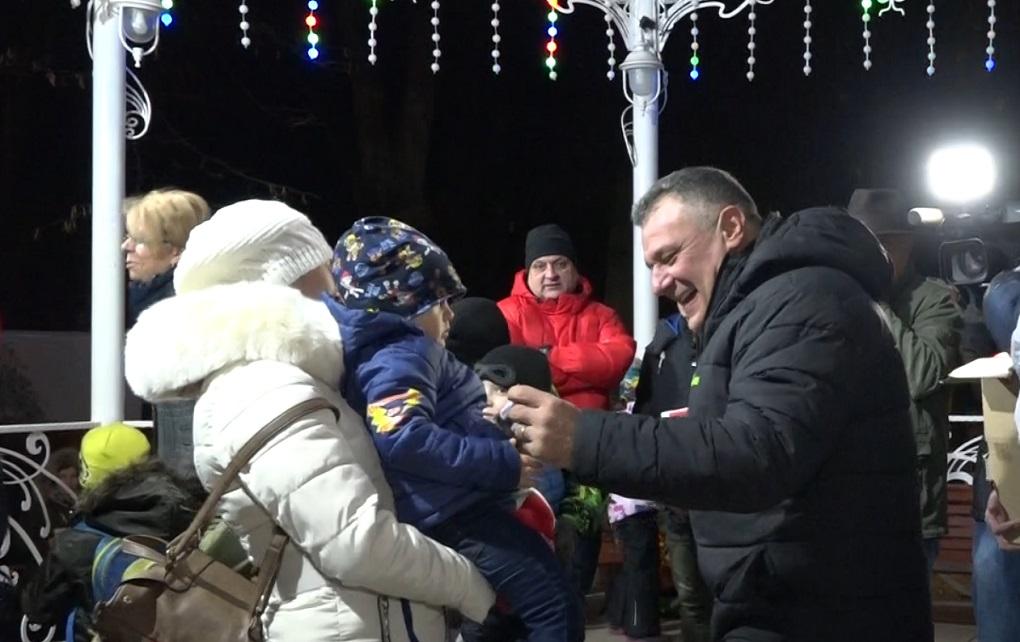 MOȘ NICOLAE A SOSIT LA PATINOARUL DIN DEVA