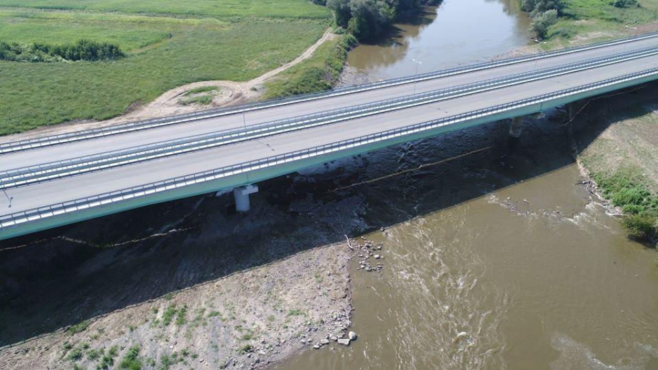 Au început lucrările deremediere la podul peste râul Mureș