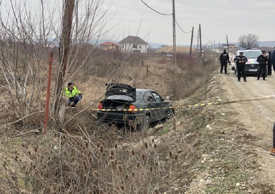 Un tânăr băut şi fără permis, aflat la volanul unei maşini, a spart blocajul Poliţiei, avariind mai multe automobile