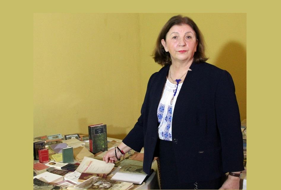O deveancă are cea mai mare colecţie privată de cărţi ale poetului Mihai Eminescu