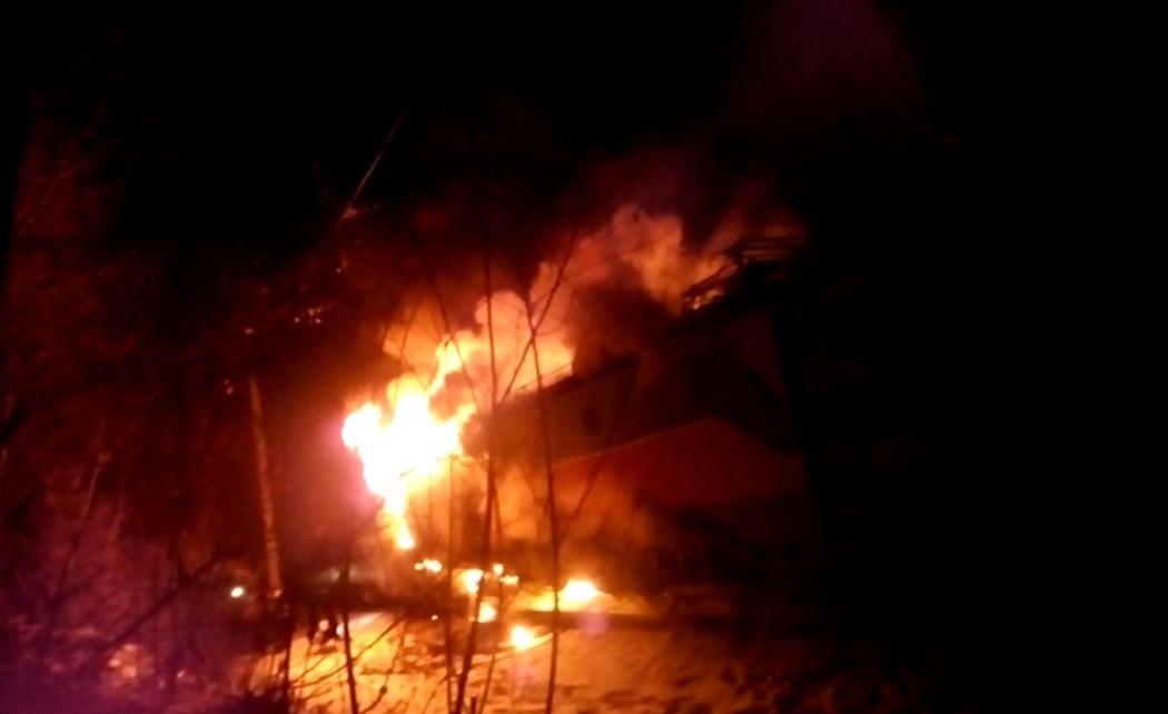 Locomotivă electrică cuprinsă de flăcări, între Merișor și Bănița