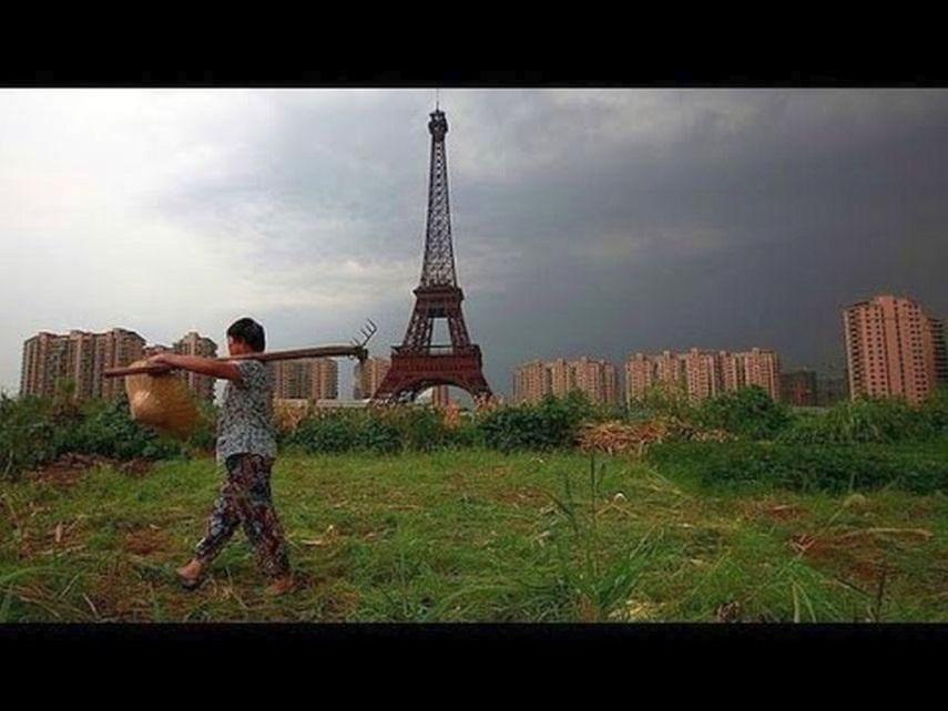 Turnul Eiffel românesc! O fake-mândrie patriotică