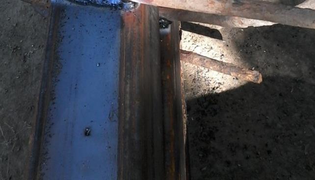 Pilon de funicular, tăiat bucăți și transportat la fier vechi