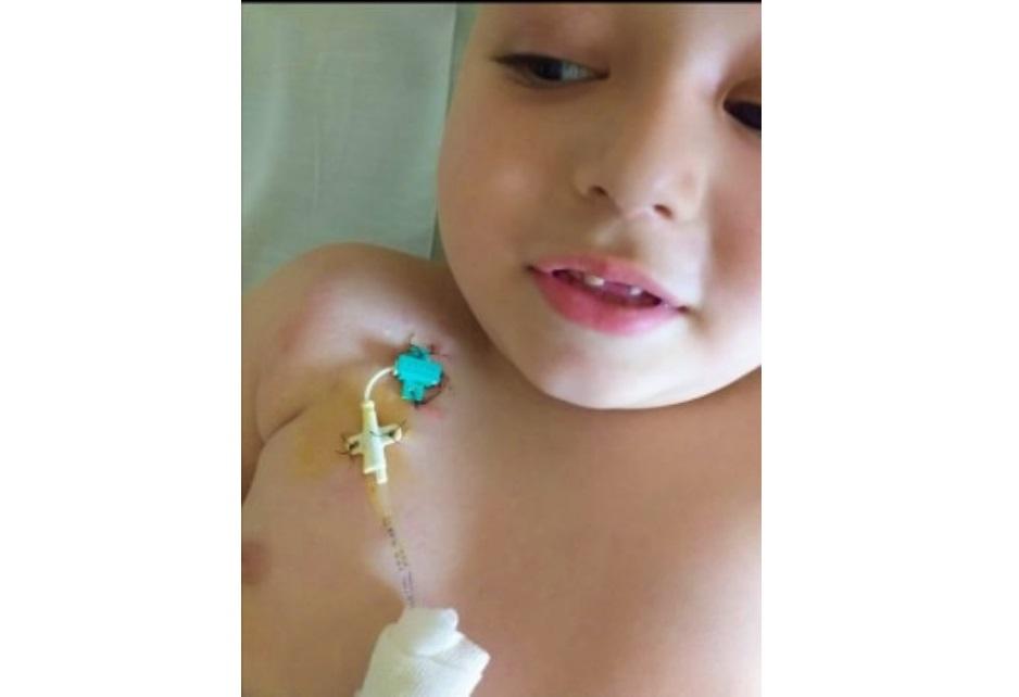"""Mamă din Deva: """"Vă rog, ajutați-mă să plătesc transplantul care salvează viața fiului meu!"""""""