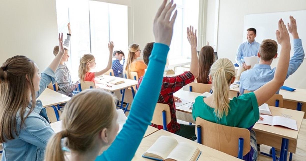 Mai multe burse şcolare pentru elevii Devei