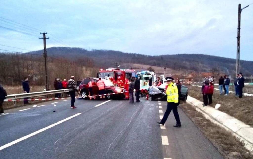 Accident rutier pe drumul Brad-Deva. Două victime au fost transportate la spital