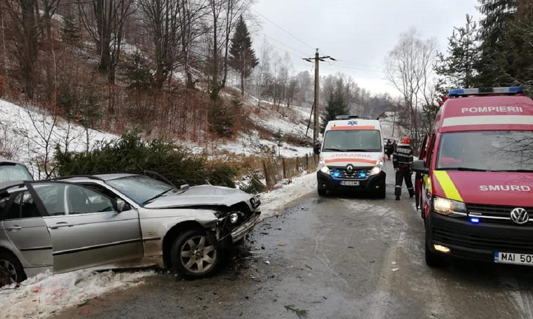 Accident rutier pe drumul ce duce spre Parâng. Trei răniţi au fost transportați la spital
