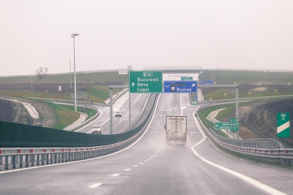Avertizare Infotrafic: Ploaie, pe alocuri torenţială, pe principalele artere rutiere