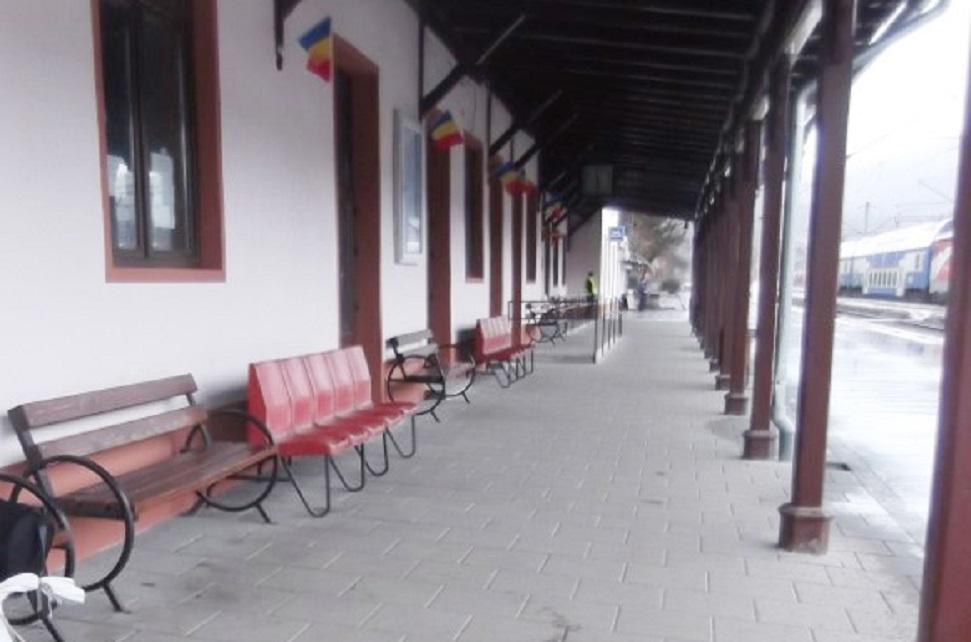 La o săptămână de la inaugurare, sala de așteptare a Gării Petroșani a fost vandalizată