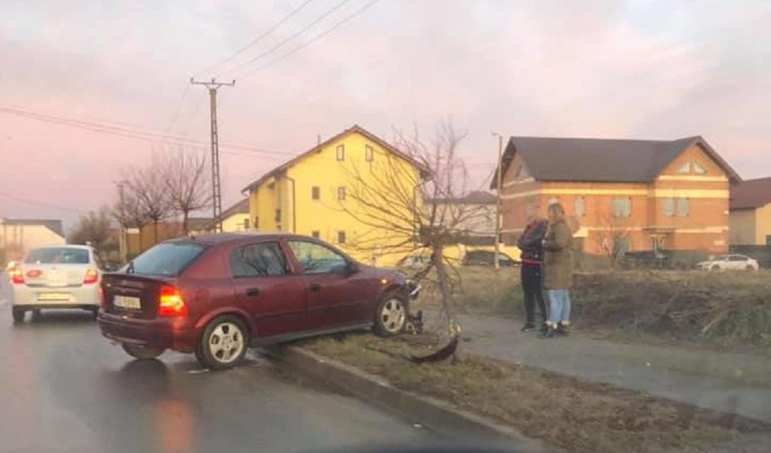 Şase accidente rutiere, cu şapte răniţi şi un bărbat decedat, din cauza poleiului